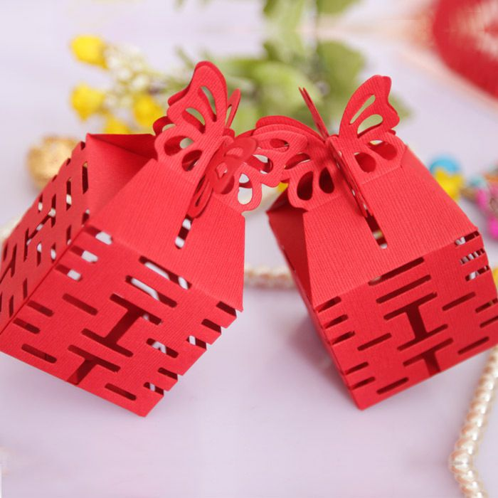 Bọc quà cẩn thận trước khi đem tặng bạn mình, bạn nhé!