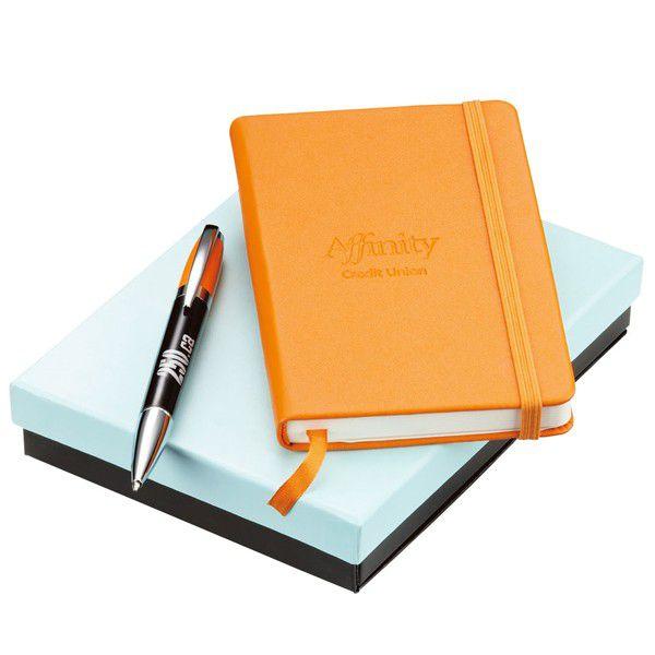 Bút và sổ viết rất cần thiết với những anh chàng công sở
