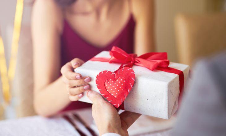 Chọn quà sinh nhật cho bạn thân là con gái